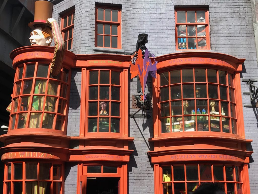 Wizarding World of Harry Potter Weasleyn veljesten kauppa