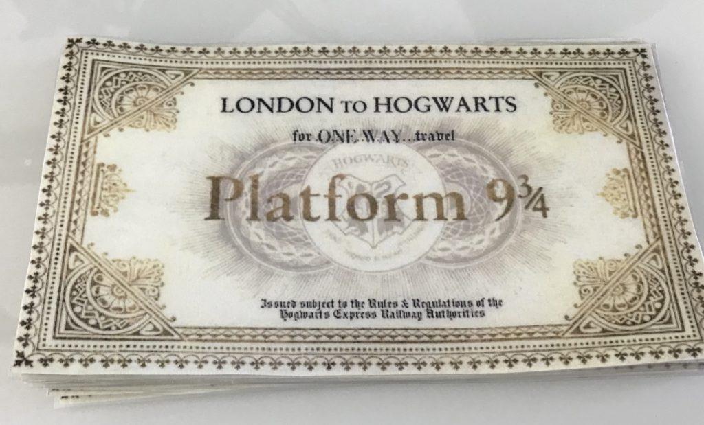 Harry Potter synttärit. Junaliput juhlavieraille.