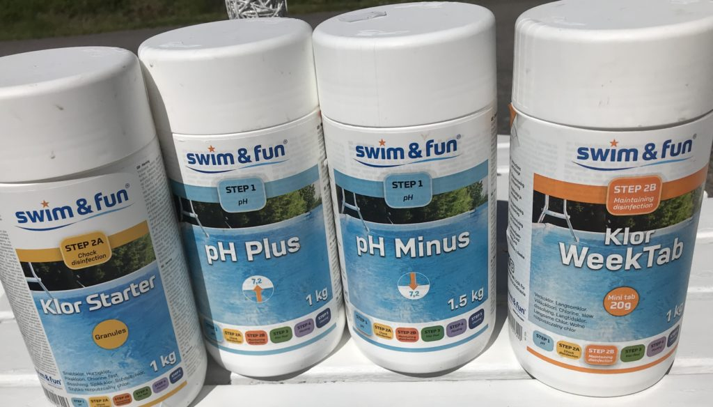 Uima-altaan hoitoon tarvittavat aineet