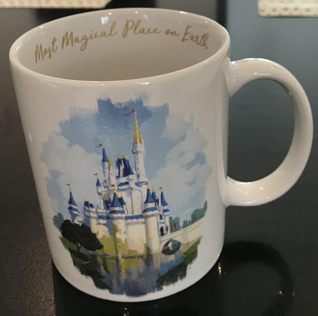 Disney DIY matkamuistotaulu. Kahvimuki World of Disneystä.