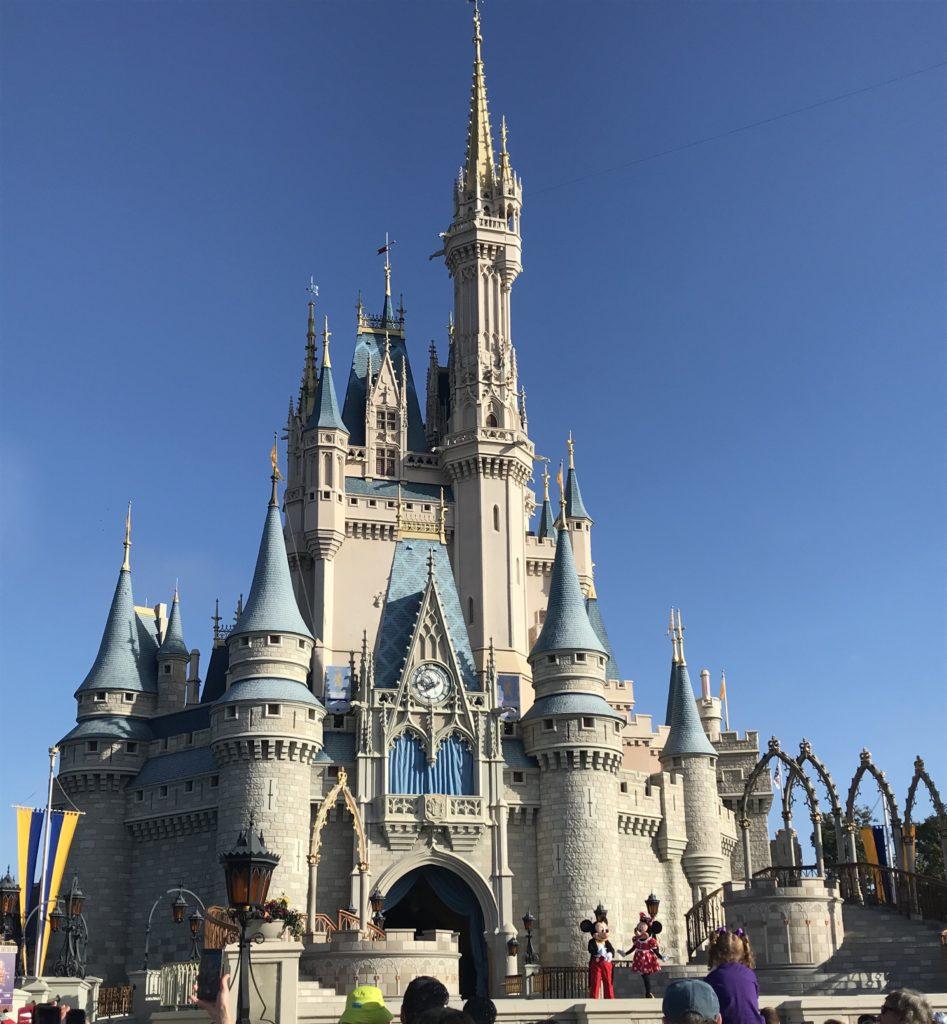 Walt Disney World top 5-laitetta. Tuhkimonlinna.