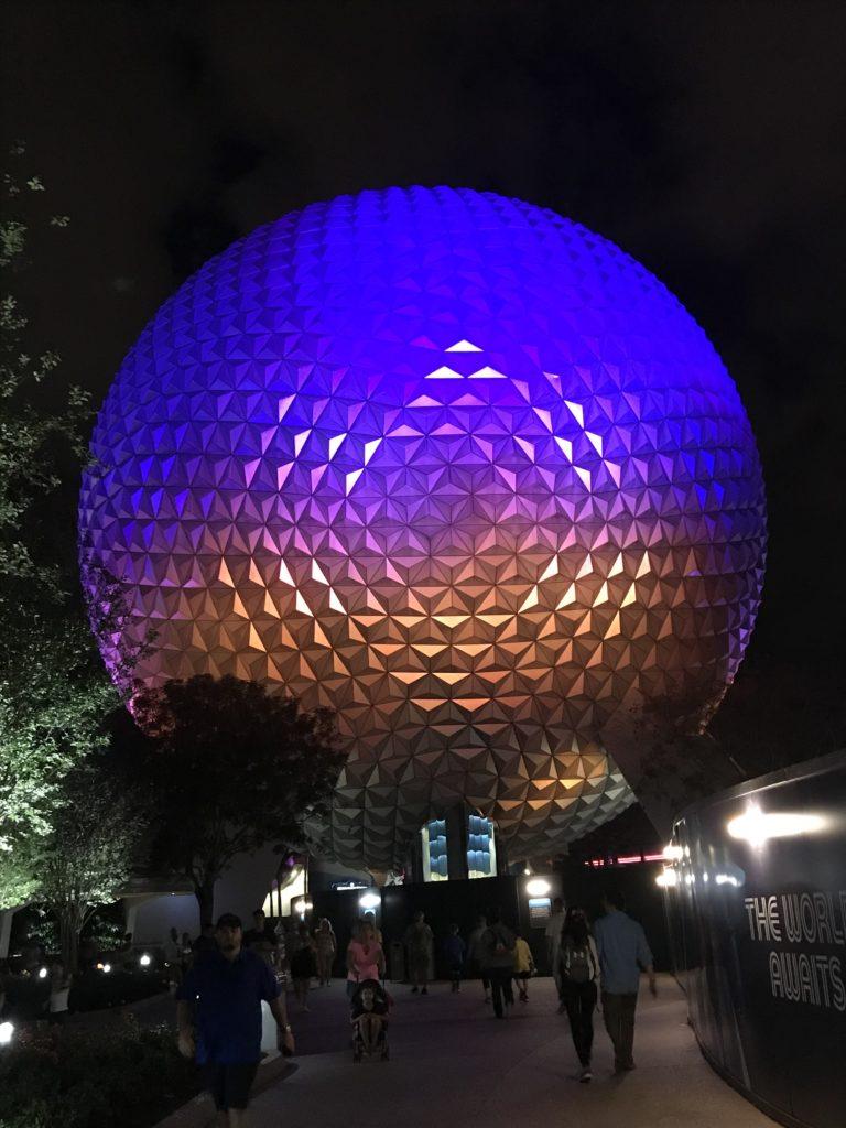 Walt Disney World top 5 -laitetta. Epcot illalla.