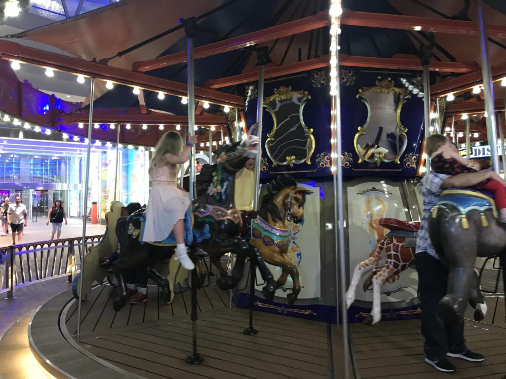 Karibian risteily - Lapsille Boardwalkin karusellissa.