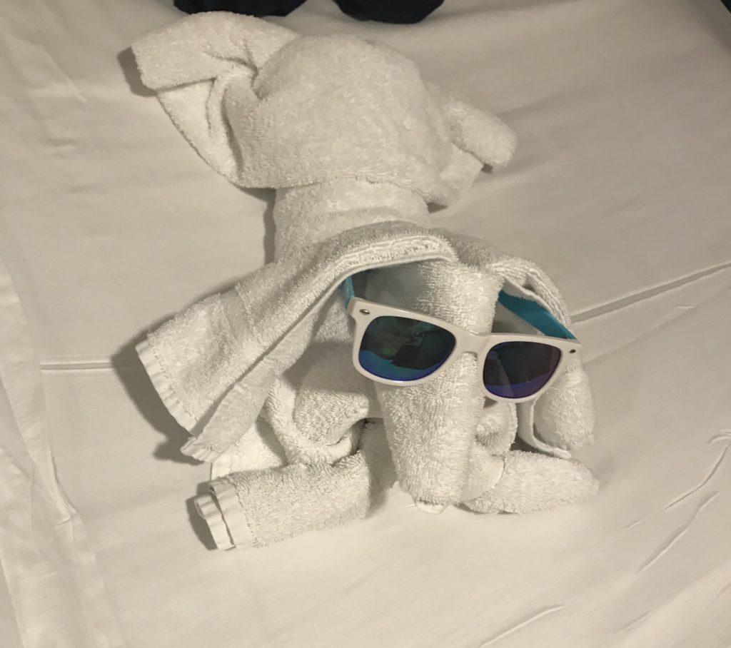 Huonesiivojan tekemä pyyhe-eläin.