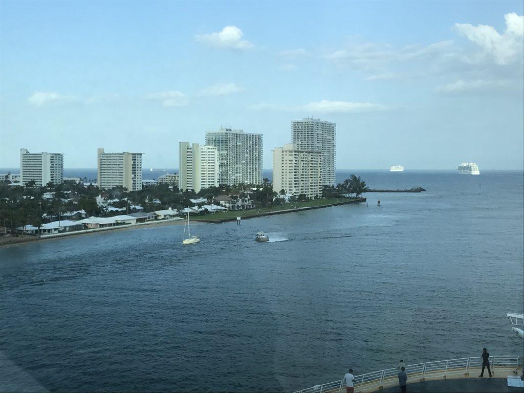 Karibian risteilyn: Fort Lauderdalen satama laivasta käsin.