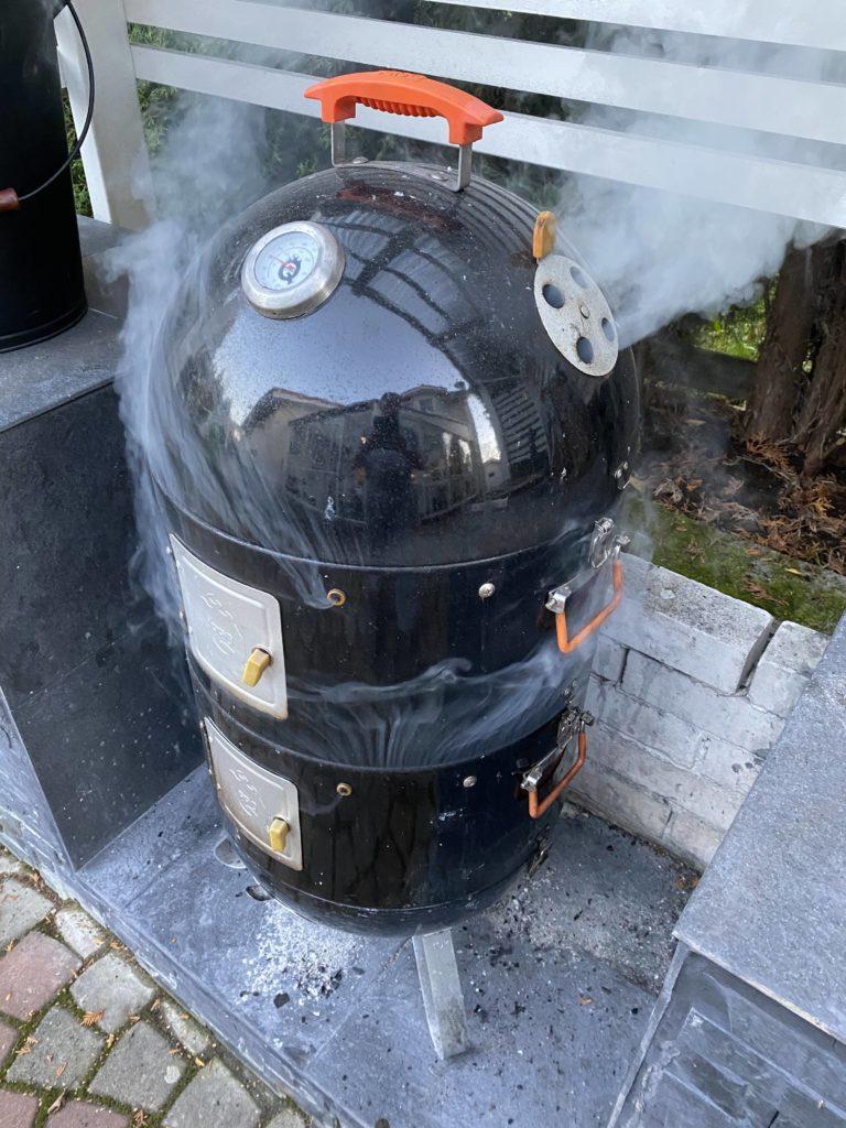 Lihan savustaminen savugrillillä