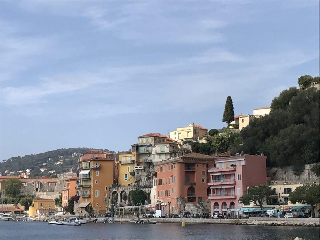 Välimeren risteily Nizzan rantabulevardia.