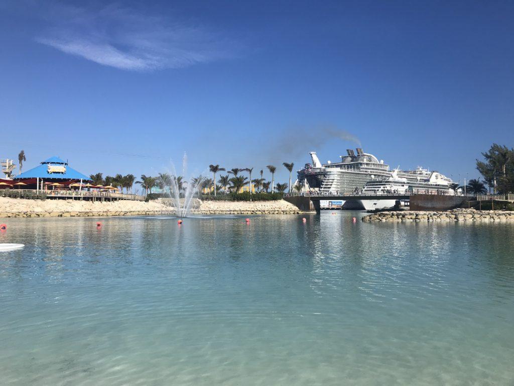 Välimeren risteily  vs. Karibian risteily. CocoCay, RCCL saari Bahamalla.
