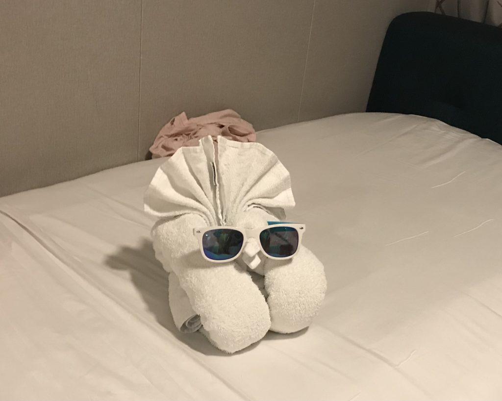 Toiveristeilyt. Pyyhe-eläin odottamassa huoneessa.