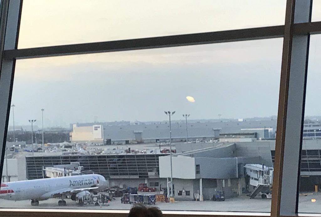 2021 Matkasuunnitelmat. New Yorkin JFK:n lentokentällä.