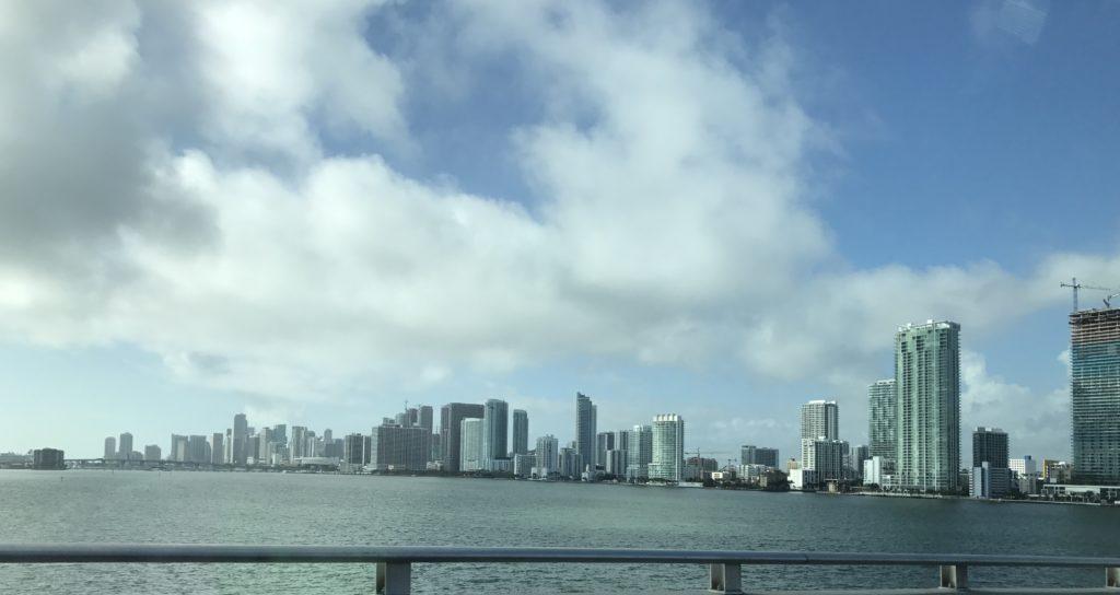 Taloudellinen riippumattomuus. Miamin pilvenpiirtäjät.