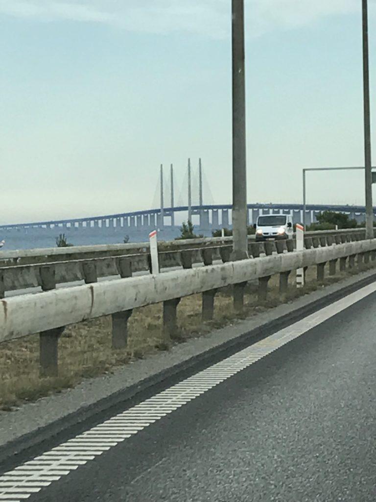 Muutto ulkomaille. Öresundin silta Malmön ja Kööpenhaminan välillä.