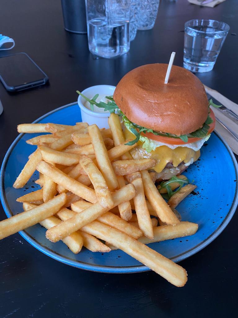 Camp Kitchen & Bar:in hampurilainen.