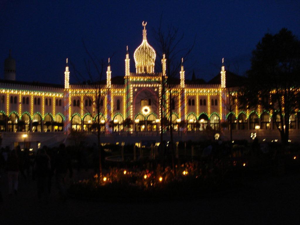 Kööpenhaminan nähtävyydet: Tivoli illalla