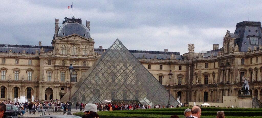 Disneyland Paris. Louvre Pariisissa.